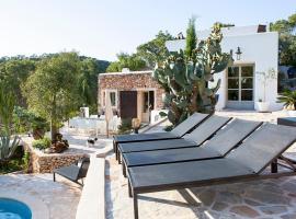 Hotel fotografie: La Revista Villa Sleeps 8 Pool Air Con WiFi