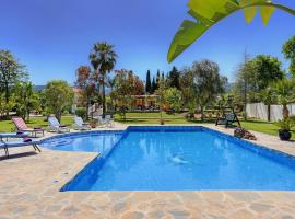Hotel Photo: Alhaurin de la Torre Villa Sleeps 6 Pool Air Con