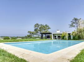 Hotel foto: Gouveia Villa Sleeps 8 Pool Air Con WiFi