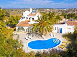 Hotel photo: Porches Villa Sleeps 6 Pool Air Con WiFi