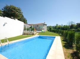 Hotel photo: Paradela Villa Sleeps 6 Pool WiFi
