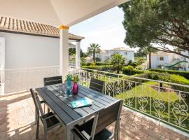 Hotel photo: Quinta do Lago Villa Sleeps 4 Pool Air Con WiFi