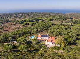 Hotel photo: Casais da Azoia Villa Sleeps 16 Pool WiFi