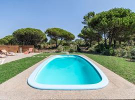 Hotel photo: Casais da Azoia Villa Sleeps 12 Pool WiFi