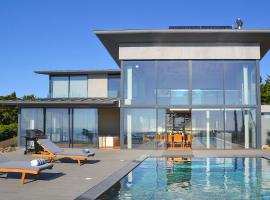 Hotel photo: Charneca Villa Sleeps 10 Pool WiFi