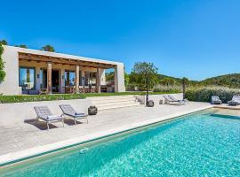 Hotel photo: Santa Gertrudis Villa Sleeps 10 Pool Air Con WiFi