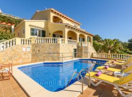 Hotel photo: Son Bou Villa Sleeps 10 Pool WiFi