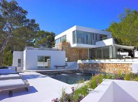 Hotel photo: Cala Tarida Villa Sleeps 12 Pool Air Con WiFi