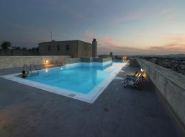 Hotel photo: Relaxing by the pool gazing the Acropolis