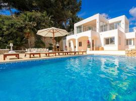 Hotel fotografie: Colonia de Sant Jordi Villa Sleeps 10 Pool Air Con