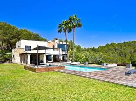 Hotel photo: Cala Llonga Villa Sleeps 8 Pool Air Con WiFi