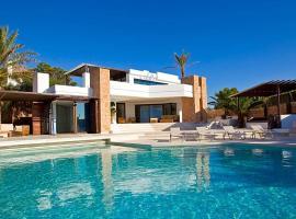 Hotel photo: Cala Vadella Villa Sleeps 14 Pool Air Con WiFi