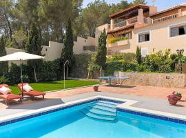 Hotel fotografie: Puig d'en Valls Villa Sleeps 8 Pool Air Con WiFi
