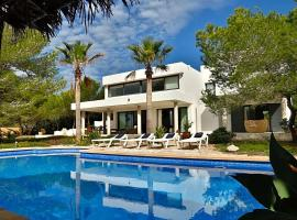 Hotel photo: Sant Francesc de Formentera Villa Sleeps 8 Pool