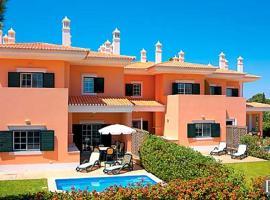 Hotel photo: Quinta do Lago Villa Sleeps 4 Pool
