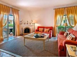 Hotel photo: Quinta do Lago Villa Sleeps 6 Pool
