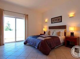 Hotel photo: Alvor Villa Sleeps 8 Pool Air Con WiFi