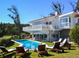 Hotel photo: Charneca Villa Sleeps 20 Pool Air Con WiFi