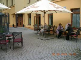 A picture of the hotel: Penzion Ve Dvore