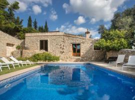 Fotos de Hotel: Lloseta Villa Sleeps 12 Pool Air Con WiFi
