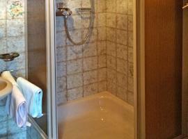Hotel photo: Raut Apartment Sleeps 15 WiFi
