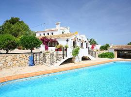 Hotel photo: Paratella Villa Sleeps 10 Pool Air Con