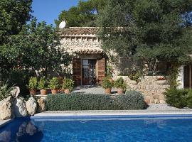 Hotel photo: Maria de la Salut Villa Sleeps 6 Pool Air Con WiFi
