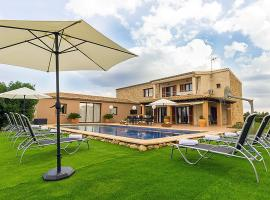 Hotel photo: Buger Villa Sleeps 10 Pool Air Con WiFi