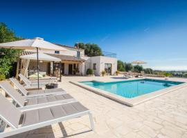 Hotel kuvat: Moscari Villa Sleeps 8 Pool Air Con WiFi