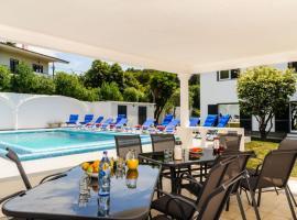 Hotel photo: Birre Villa Sleeps 11 Pool Air Con WiFi