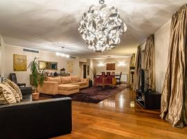 Hotel photo: Spacious and central apartment with gym