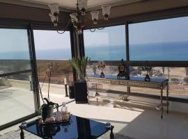 ホテル写真: THE PENTHOUSE prime location Beachfront Sea View