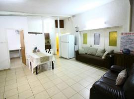 Hotel photo: 3 bedroom Nachlaot