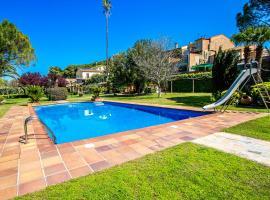 Hotel photo: Santa Oliva Villa Sleeps 16 Pool WiFi