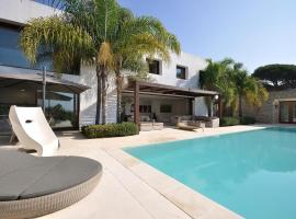 Hotel photo: oasis - luxury and modern house - huge private pool and garden - come and enj...