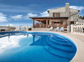 Hotel photo: Son Serralta Villa Sleeps 10 Pool