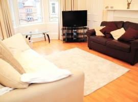 Hotel photo: Family Glasgow Home Next Home Mount Florida Train Station