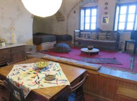 Hotel photo: Old Traditional House in the Castle of Monenvasia