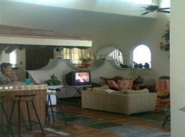 รูปภาพของโรงแรม: Luxury House in Coacalco