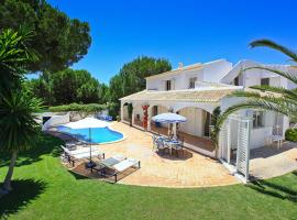 Hotel photo: Almancil Villa Sleeps 8 Pool Air Con WiFi T607888