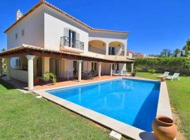 Hotel photo: Almancil Villa Sleeps 8 Pool Air Con WiFi T568507