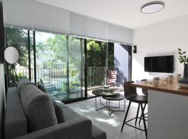 Hotel photo: Alenby 29-Brand new Apt only 5min from the beach
