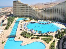 รูปภาพของโรงแรม: شاليه بورتو السخنة
