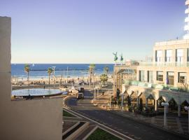 Hotel photo: AT HOME - Tel Aviv-Beach Front Rooftop
