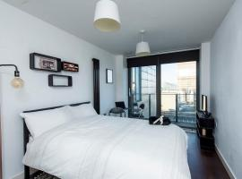 Hotel photo: Skyline View Apt by GuestReady