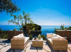 Hotel photo: Laurito Villa Sleeps 8 Air Con WiFi