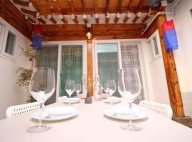 Hotel Photo: New!!Cozy Hanok@3Room+2Bath(Only paypal pre-payment system)