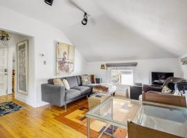 A picture of the hotel: Darling Detached Villa in Heart of Cap Hill