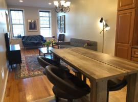 Hotel photo: Historic Townhouse in Jersey City 15 minutes to NYC