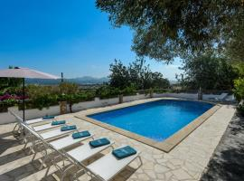 Hotel photo: San Antonio Villa Sleeps 8 Pool WiFi